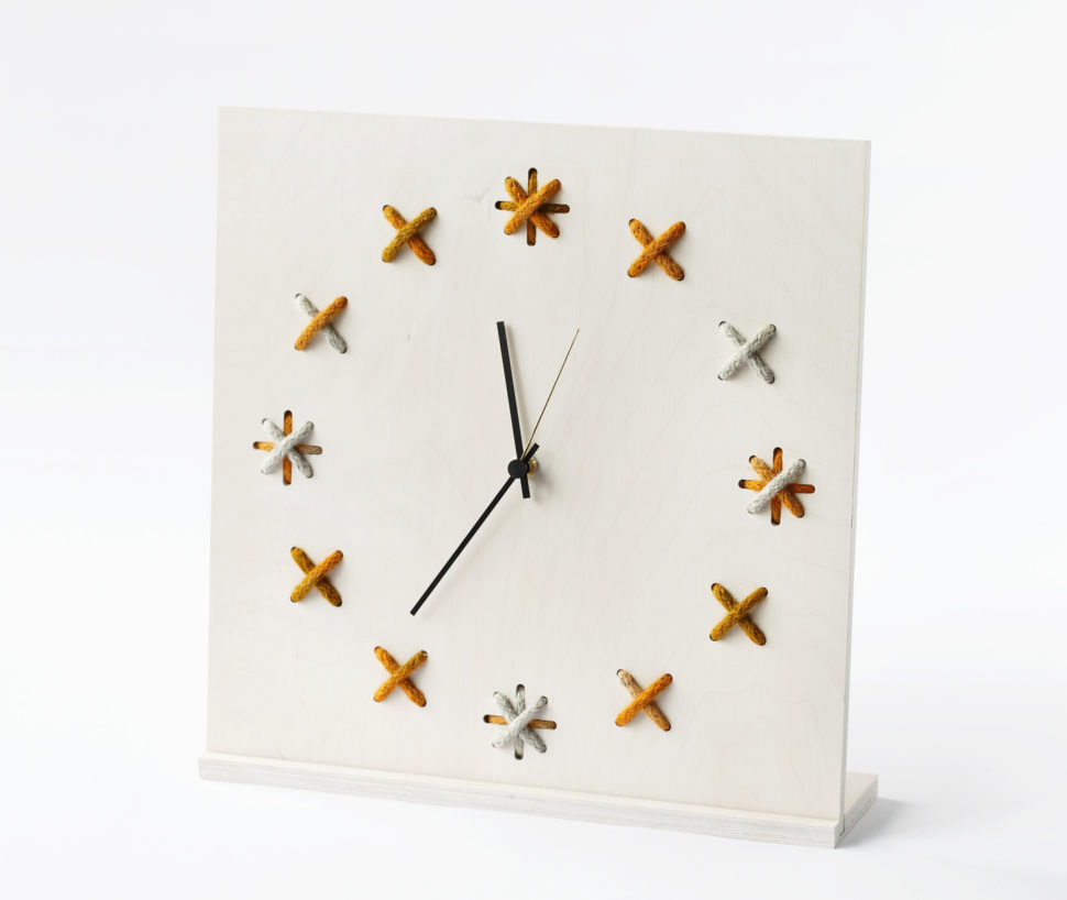 https://puredomus.com/wp-content/uploads/2017/01/Clock-X_35x35cm_whitegrey-orange.jpg